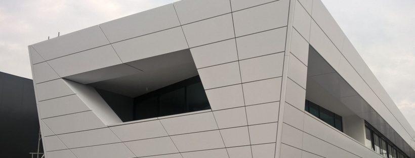 Baustand der Aluverbundfassade bei GPP